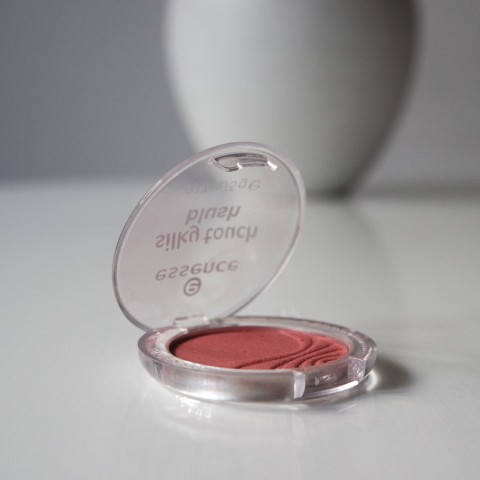 basis make-up blush essence